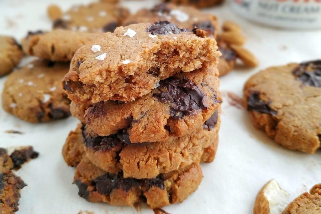 galletas de almendras en un bol